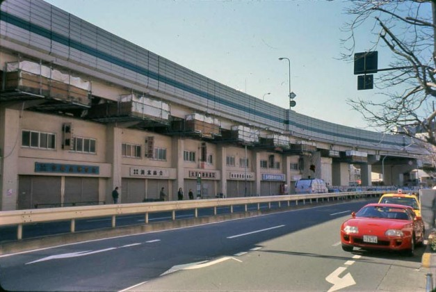 Interesting accommodation of commerce spaces at an expressway underpass. Image- Archive DS